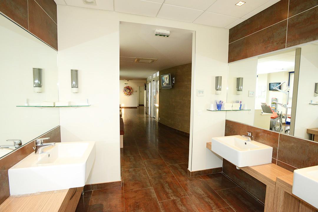 Photo de la salle d'hygiène du cabinet d'orthodontie du Docteur MOTTO