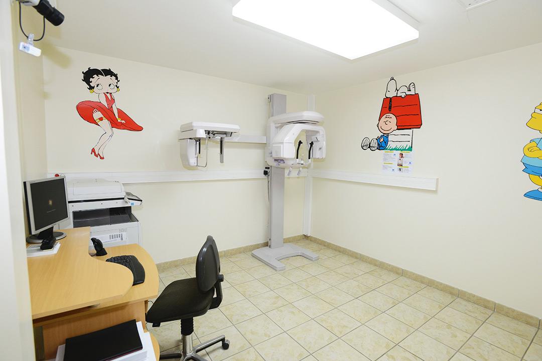 Photo de la salle de radio du cabinet d'orthodontie du Docteur MOTTO