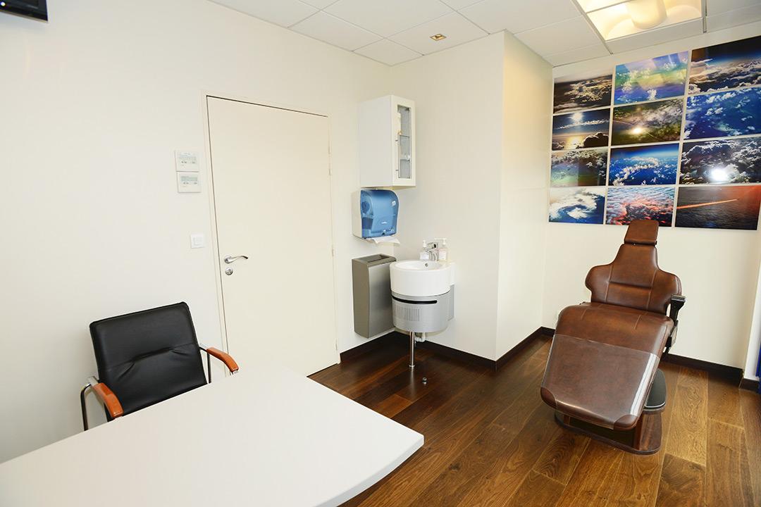 Photo de la salle de soin du cabinet d'orthodontie du Docteur MOTTO